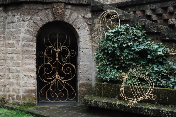 La lyre abandonnée d'Apollon, qui compte, avec Diane et Actéon, parmi les divinités tutélaires de l'endroit.