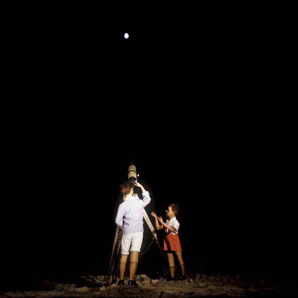 1977 Summer Camp The Telescope. 1977 Les grandes vacances Le Télescope. Bernard Faucon / Agence VU